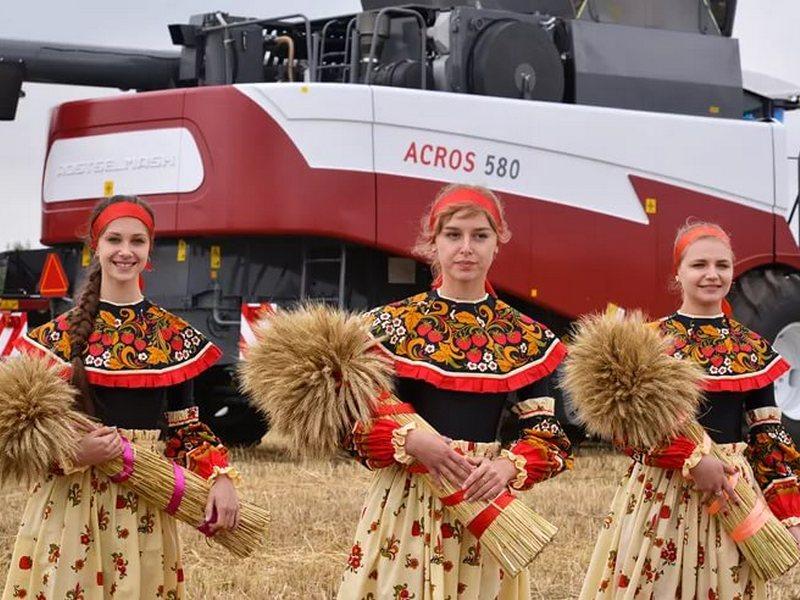 Сергей Неверов иВиктор Дзюба посетили агропромышленную выставку вБрянской области