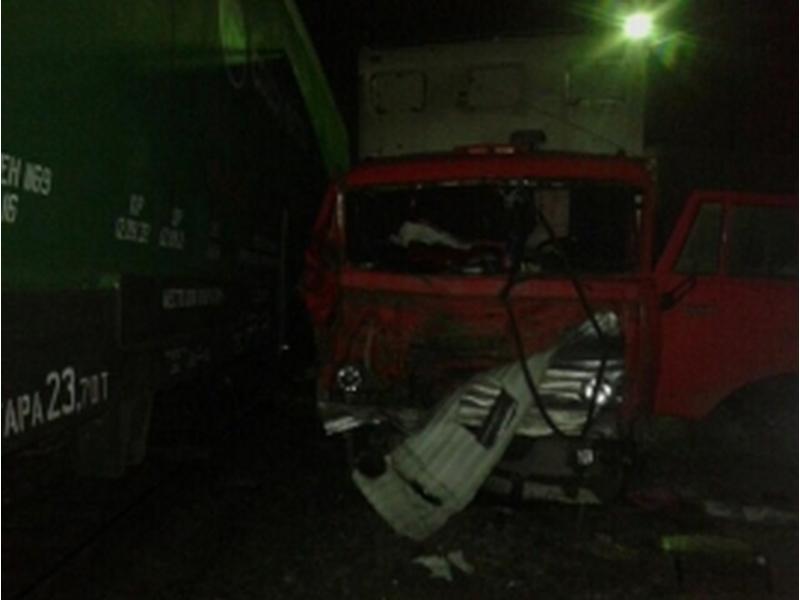 Железнодорожники поведали оподробностях столкновения КамАЗа ипоезда вКлинцах