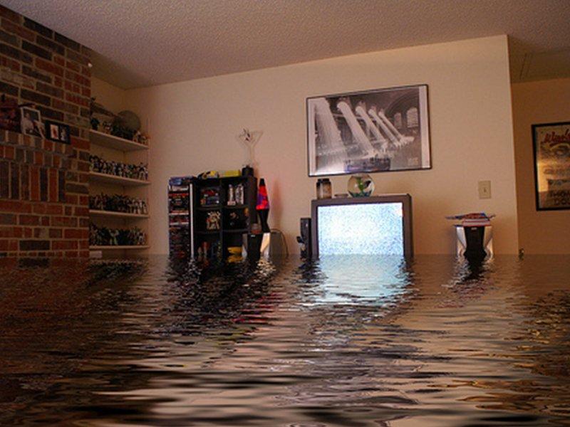 кто делает ремонт в квартире если затопил сосед сверху уже собрался