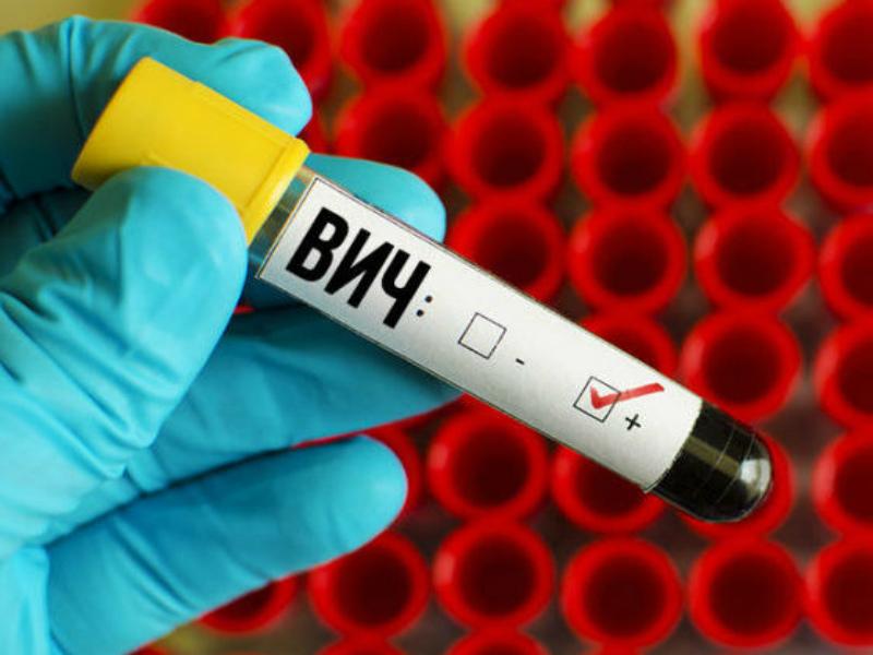 В РФ планируют разрешить ВИЧ-инфицированным усыновлять детей