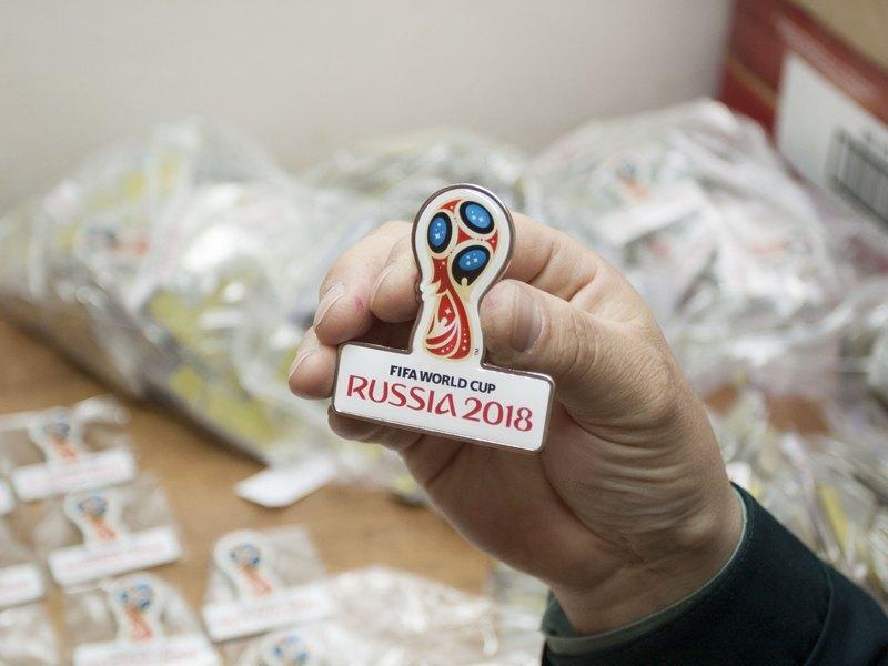 Брянская таможня задержала 20 кг значков с символикой ЧМ по футболу
