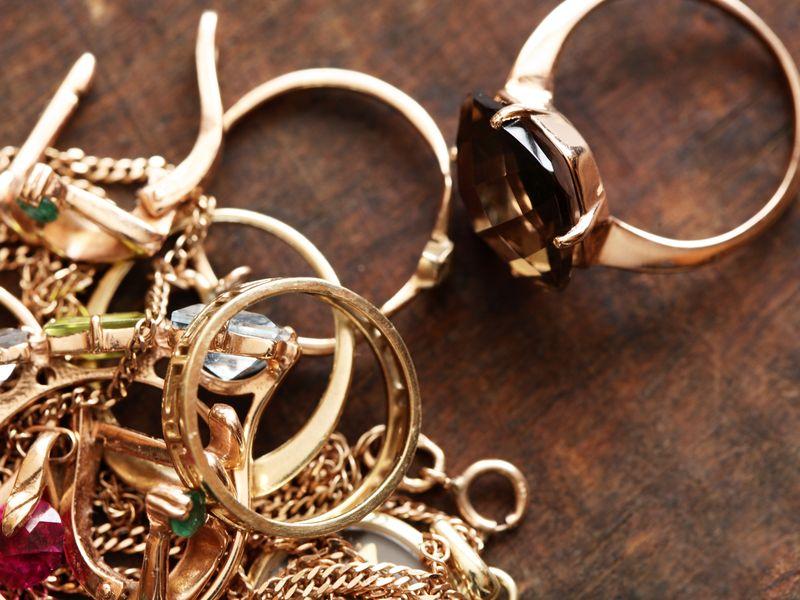 ВБрянске сотрудница детсада украла золотую цепочку уребенка